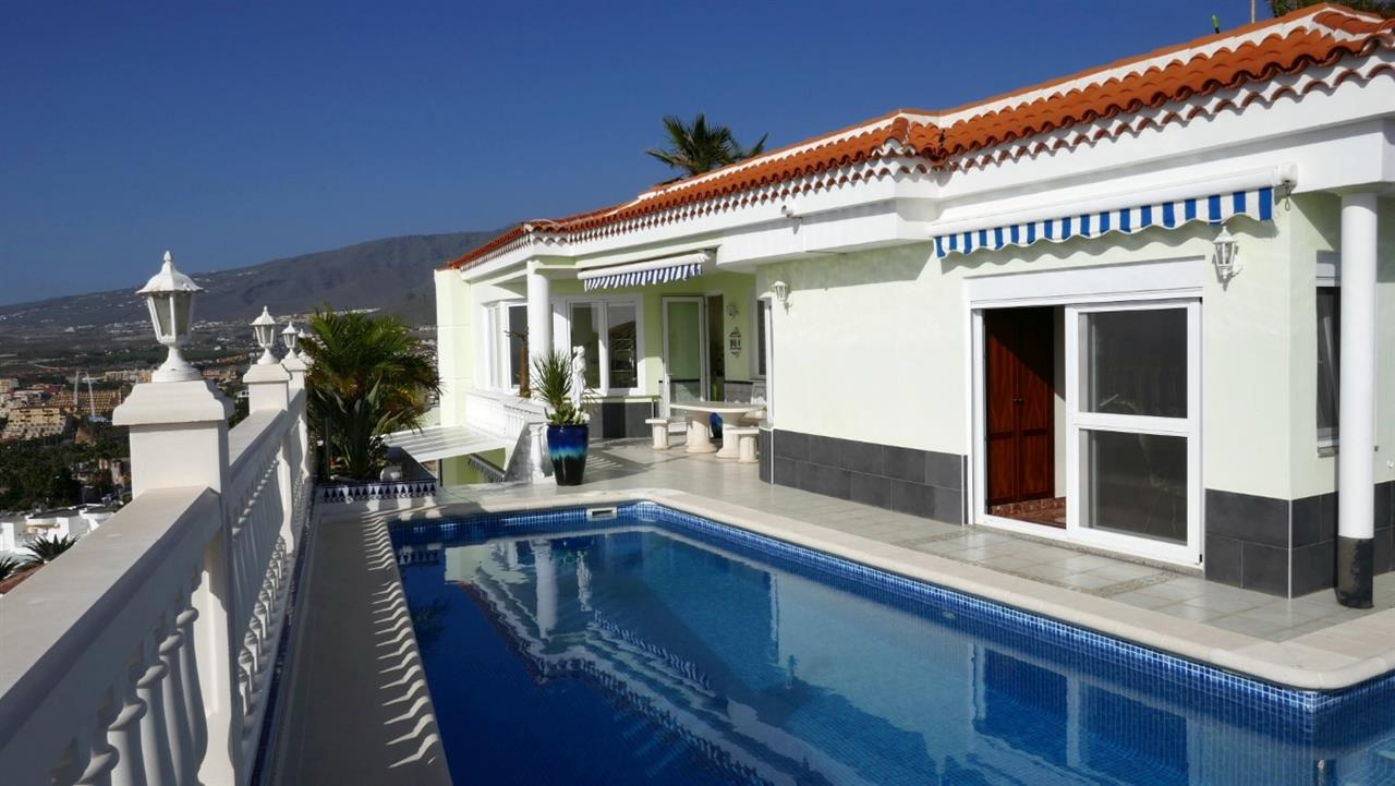 Villa For Sale in San Eugenio