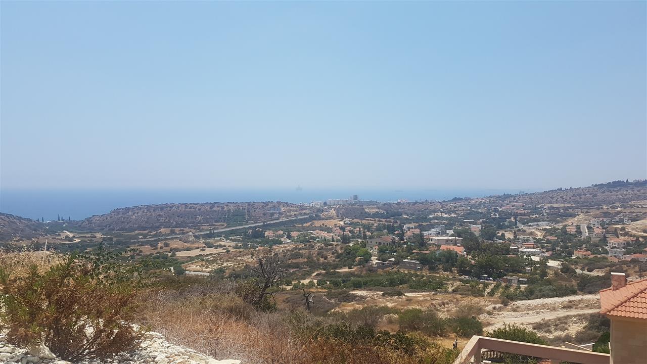 Plot in Agios Tychonas