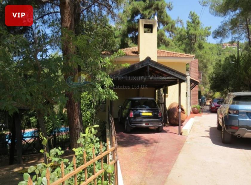 Detached House in Moniatis