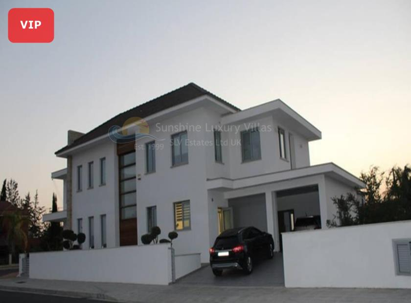Detached Villa in Dromolaxia