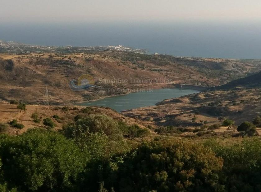 Land in Akoursos