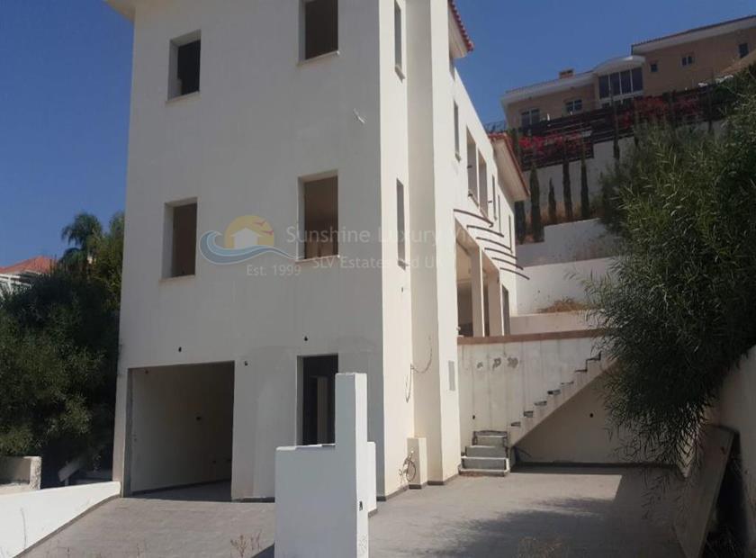 House in Agios Tychonas