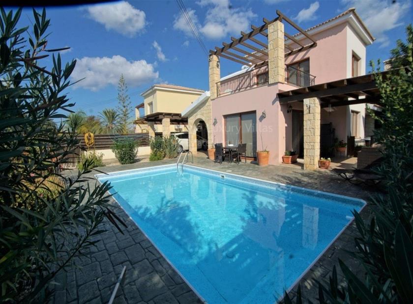 Villa/House in Empa