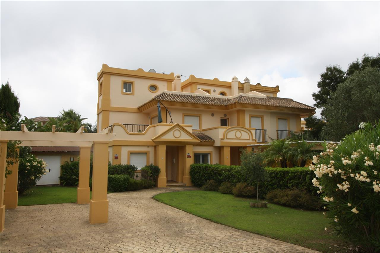Town House in San Roque Golf