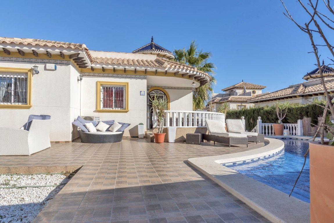 Villa in Villamartin