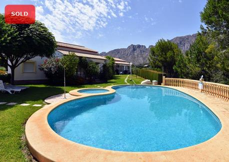 Bungalow for sale in Denia