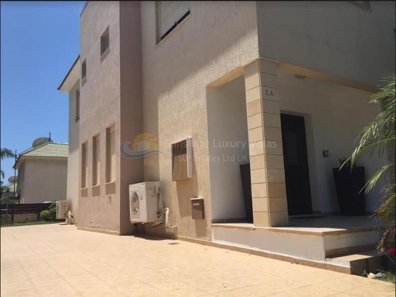 Villa in Neapolis