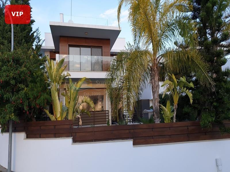 Villa in Paramali