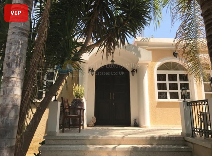 Detached Villa in Kato Polemidia