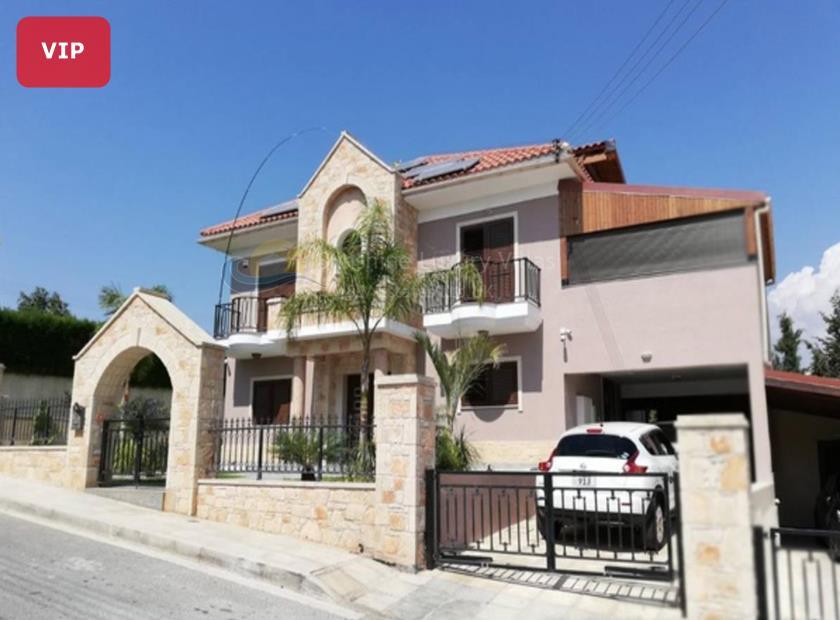 Detached Villa in Agios Tychonas