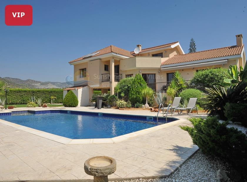 Detached Villa in Parekklisia