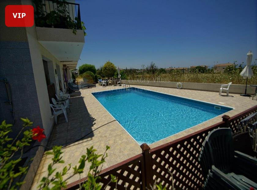 Town House in Peyia