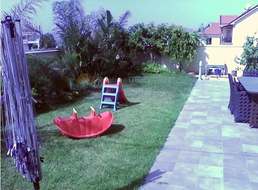 Villa/House in Moni