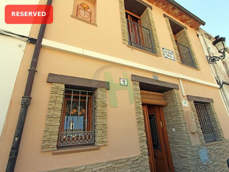 Town House in Llosa de Camacho